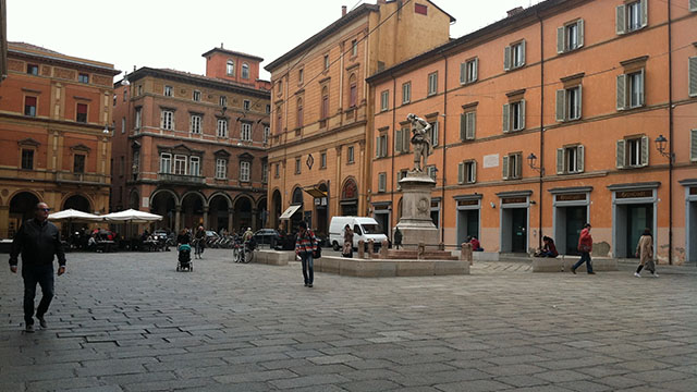 Bologna-Italy-architecture-porticos-640px-360px
