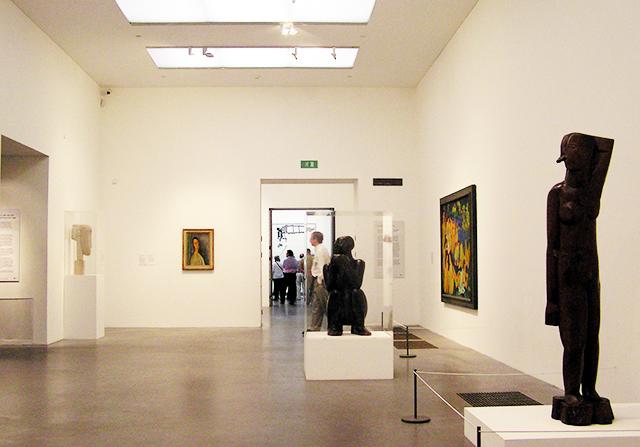 Tate-modern-interior-london-england
