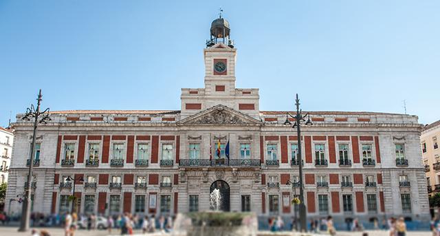 Puerta-del-sol-Madrid-Spain-shopping