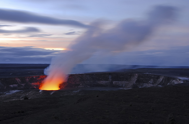 Kilauea-crater-volcano-hawaii