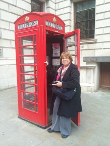 Red London phone booth
