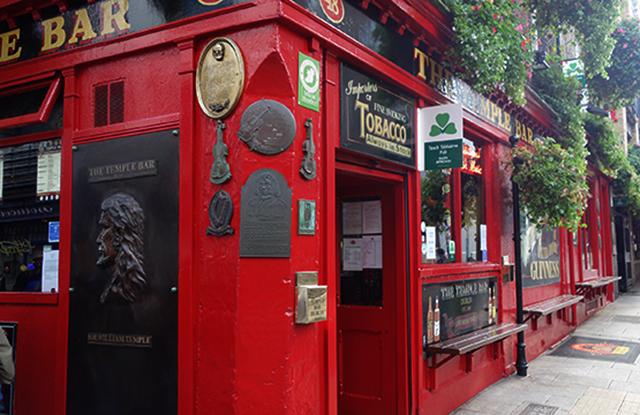 temple-bar-dublin-ireland-courtney-EIR