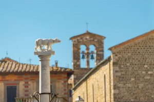 Statues of the Romulus, Remus and the wolf, like this one in Montalcino, can be found throughout Italy