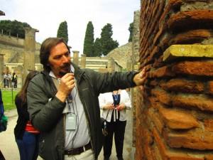 Guide in Pompeii