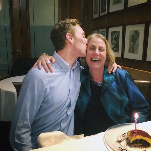 Tour Consultant Kyle surprises his mom on tour
