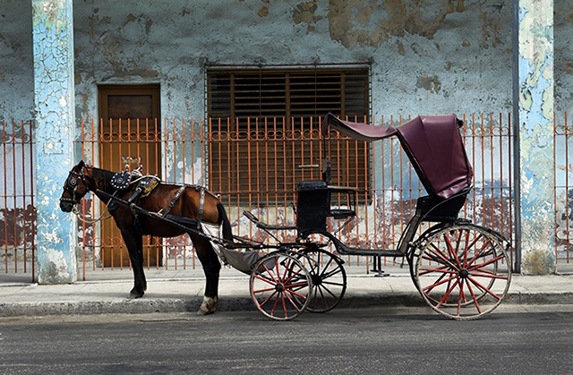 horse-drawn-taxi_cuba_stephen-parker_640px