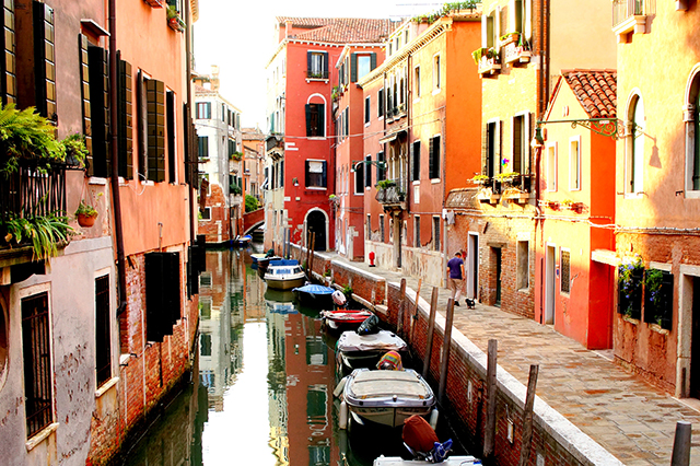 venice-italy_colorful-canal_640px