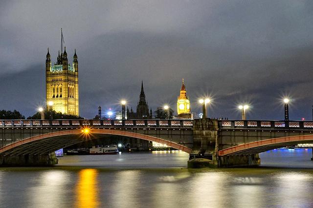 london-england_big-ben-at-night_640px