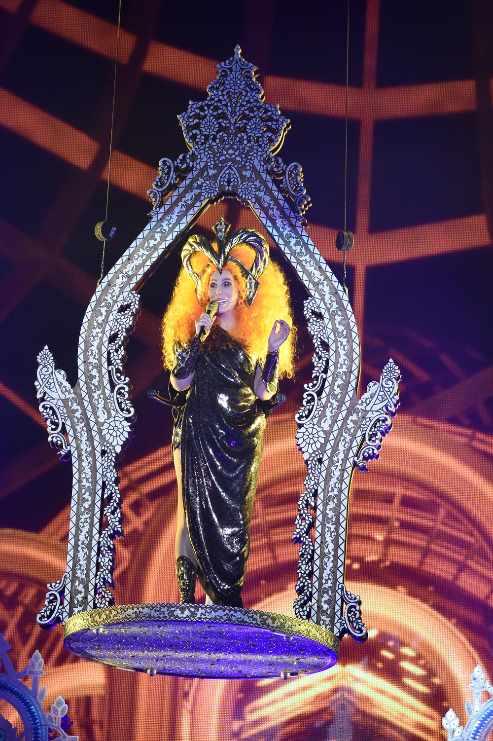 Photos Cher Kicks Off Her Tour In Fort Myers With Wings