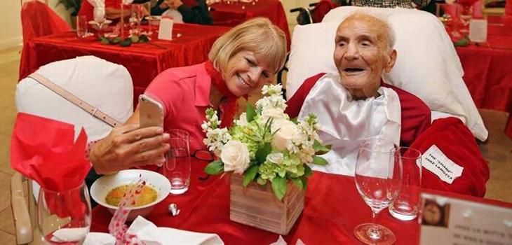 Aging Bull: Legendary boxer Jake LaMotta, 95, attends senior