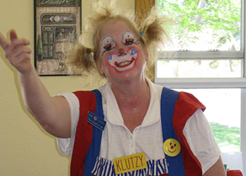 Klutzy the clown entertaining guests