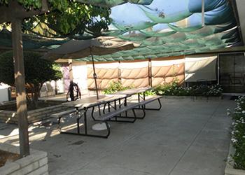 tables in magnolia rehab courtyard