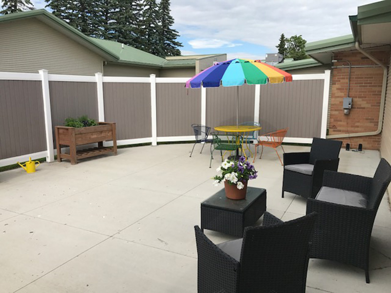 Aneta Parkview outdoor seating area