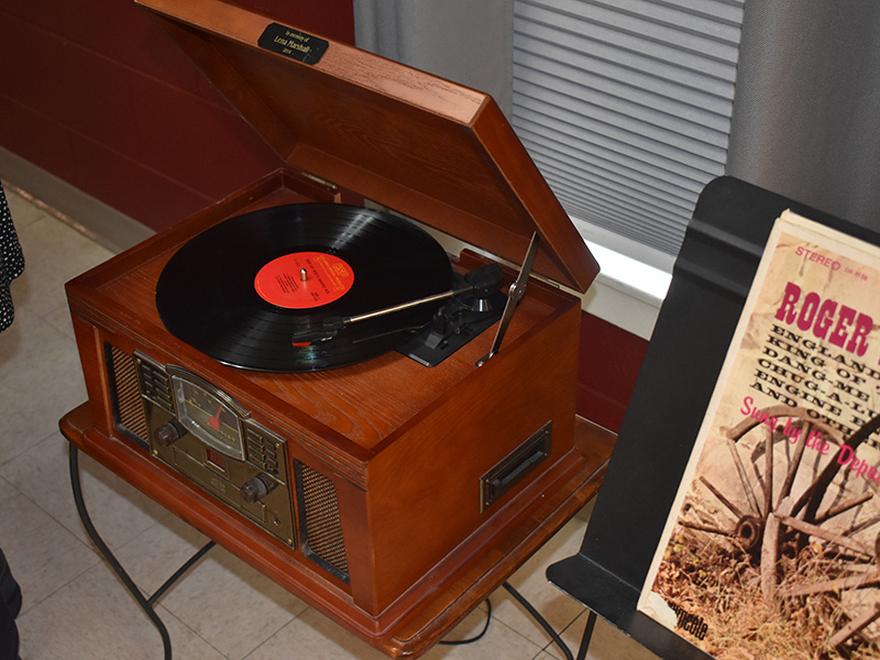 Pioneer Manor record player