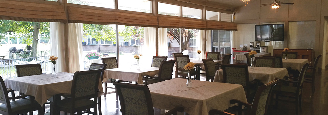 Eagleview Rehab dining room with flat screen TV and a stereo system
