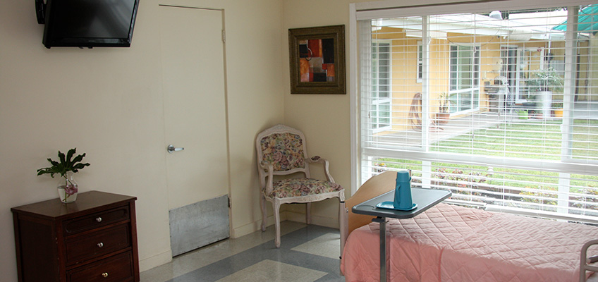 Resident room with windows showing the backyard