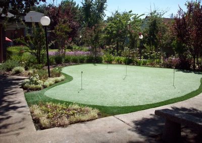 Resident putting area