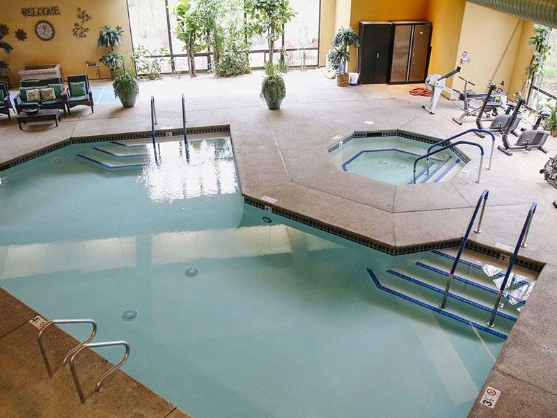 Sierra Regency pool and hot tub