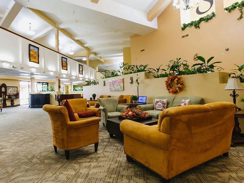 Sierra Regency comfortable common seating area