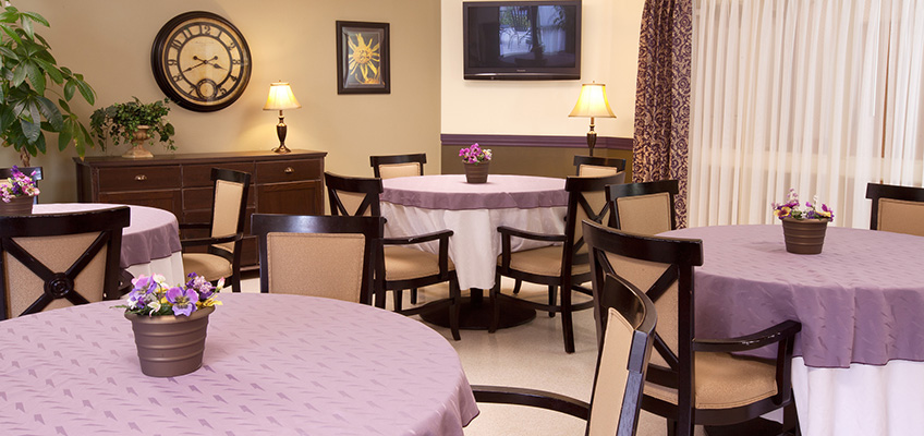 dining area with textured tablecloths, flowered centerpieces and mood lighting