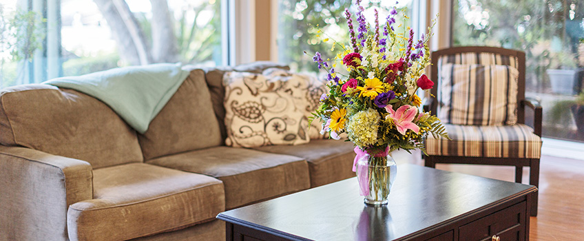 Front lobby sitting area with flowers on the table