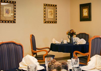 Willowdale resident dining room with place setting and decorative centerpieces