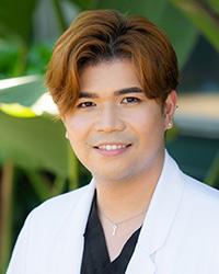 Kris Flores