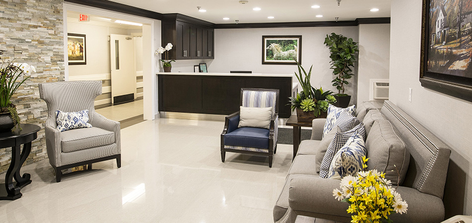 Homestead lobby with beautiful tiled walls and comfortable seating in modern chairs