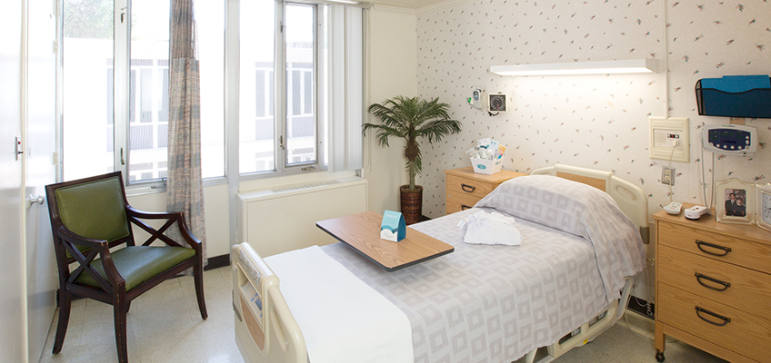 light bright and airy room at Midtown Oaks Post Acute