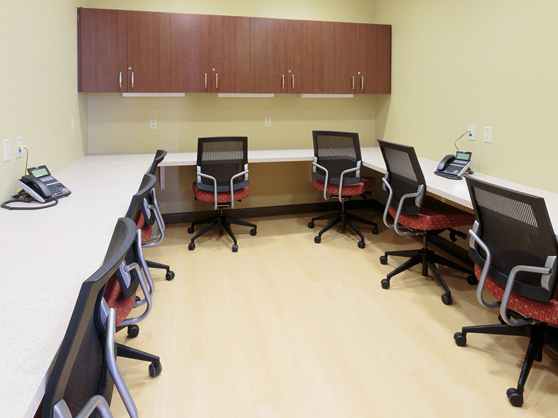 Canyon vista costumer support room with telephones