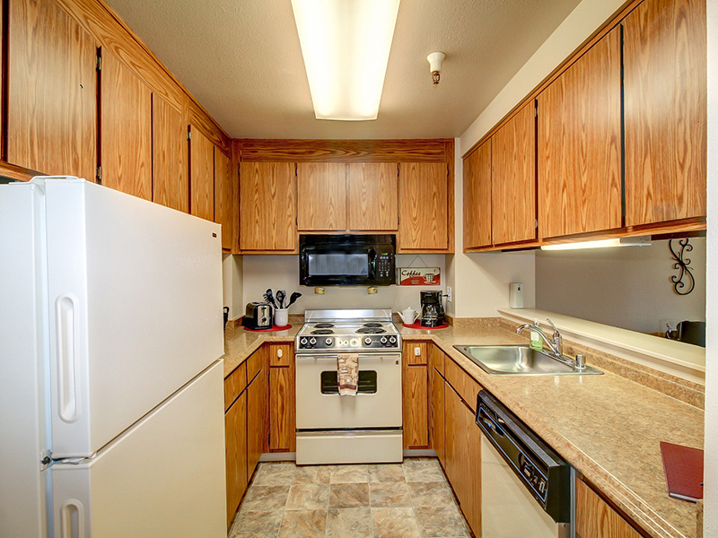 RHF Gold Country kitchen with appliances