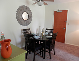 Kings Grant resident dining area