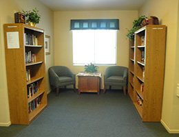 Los Arcos reading nook with 3 library cases and chairs