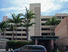 Pauahi Kupuna Hale exterior view of building with Palm Trees