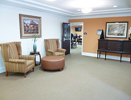 Sitting area with nice images on the walls