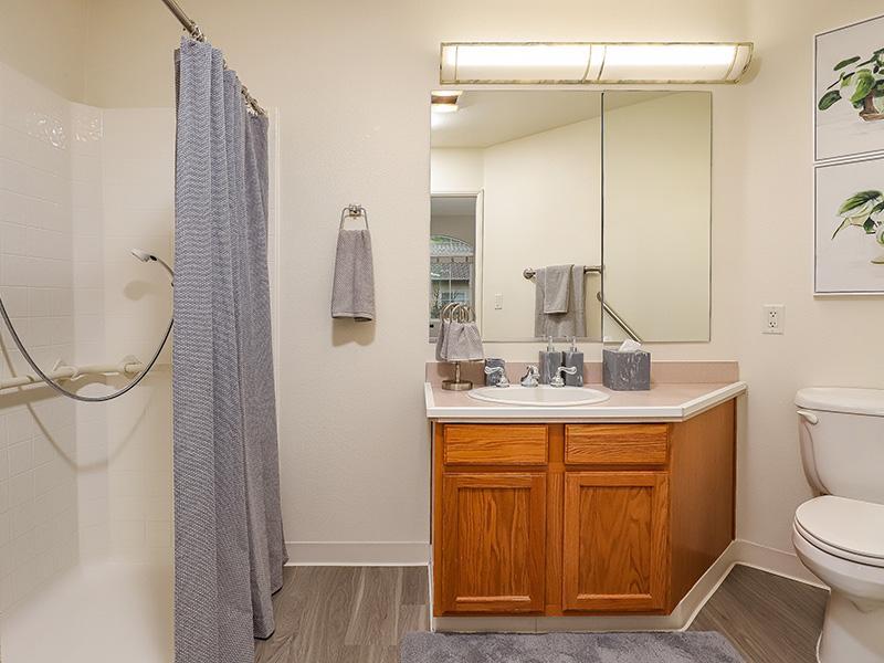 Gateway Gardens bathroom