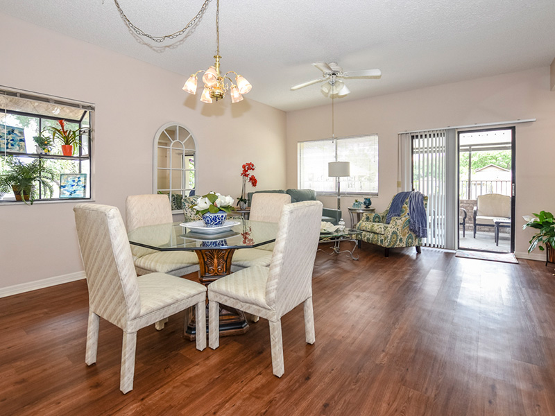 Nicely furnished living and dining room with an outdoor sitting area on the patio