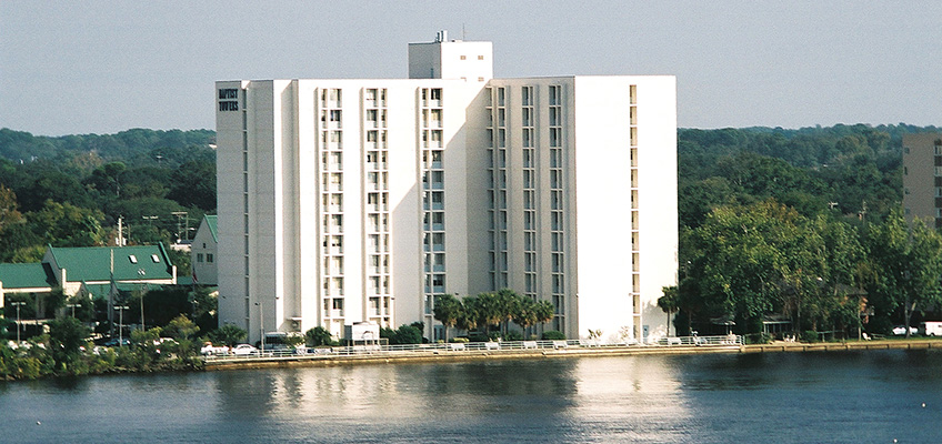 The Towers of Jacksonville building with the ocean right in front of it