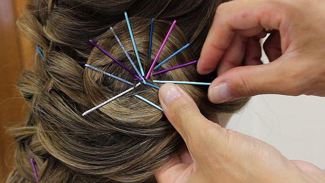 Como fazer penteados com grampos aparentes