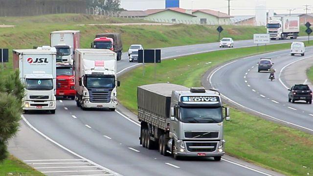 Lei dos Caminhoneiros aponta mudanças no transporte rodoviário