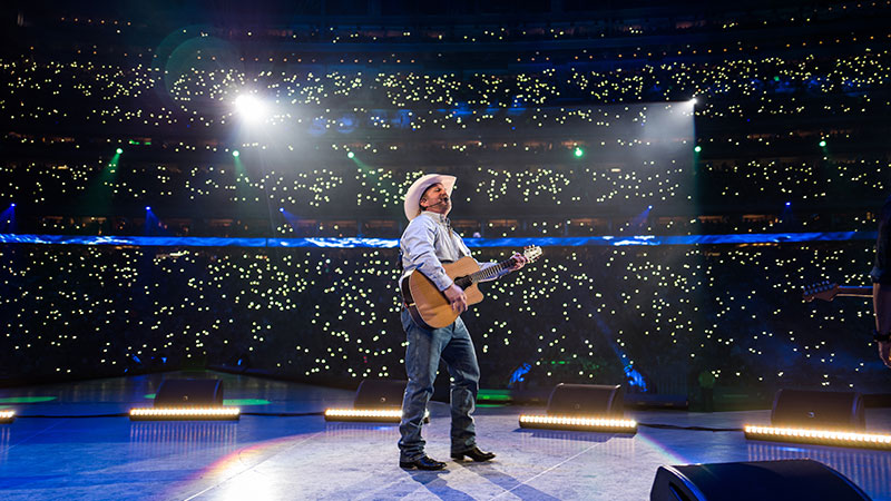 Garth Sets All-Time Attendance Record for RodeoHouston