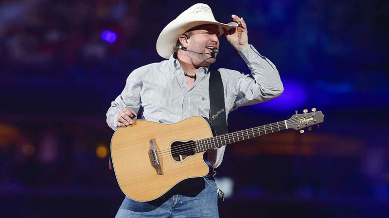 Garth Brooks gets emotional, covers George Strait at RodeoHouston kickoff