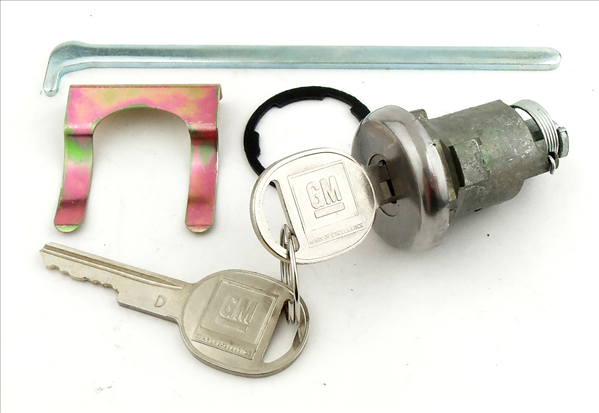 Reproduction trunk lock with late-style key for 1955-1957 models.