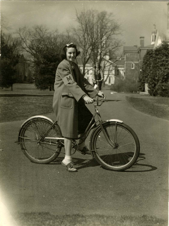 Charlotte Covell Leach '43, in Messenger Service uniform