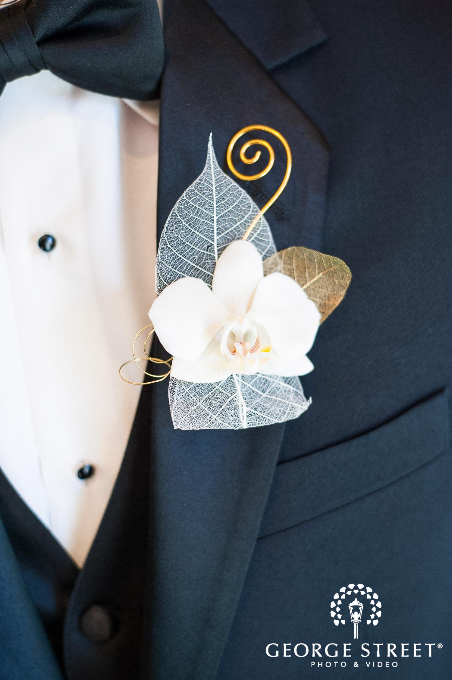 unique artistic wedding boutonnière