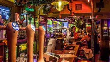 Coco's-Outback-Amsterdam-sports-bar
