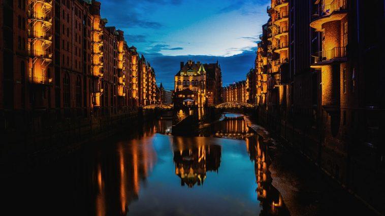Hamburg-At-Night