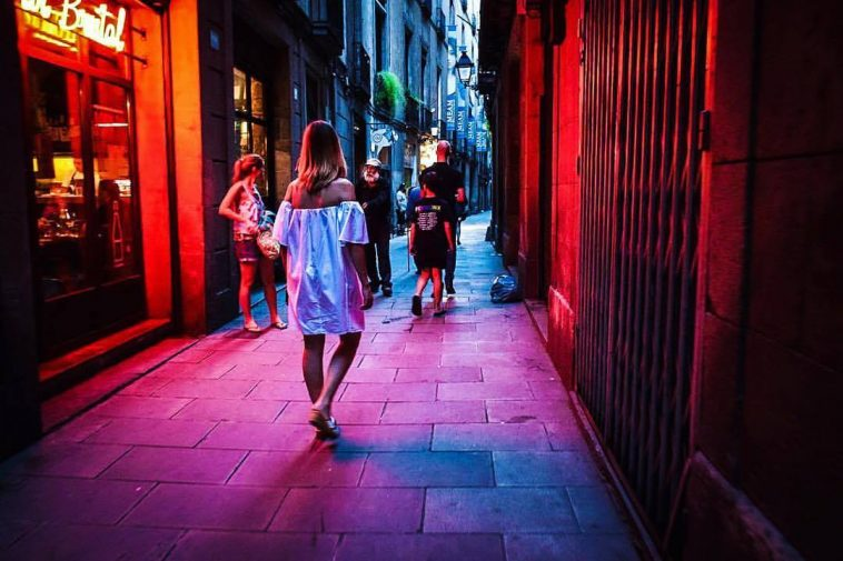 Girls exploring the nightlife in Barcelona