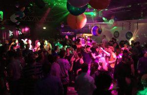 People-Partying-at-Gay-Bar-Jenny-Tanzt