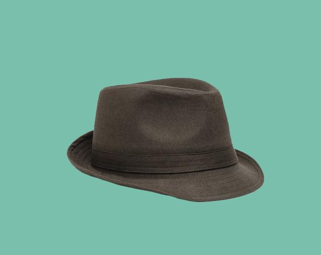 Trilby  Un sombrero británico ideal para ocasiones informales. Cuenta con  una hendidura circular al costado y con una visera plana en su frente que  se ... 83054502515